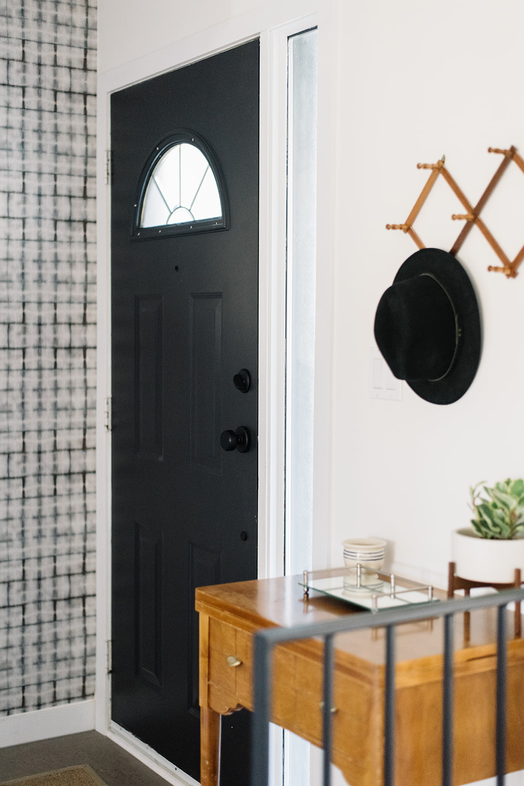 front entry, modern front entry design, front entry ideas, wallpaper front entry, black door